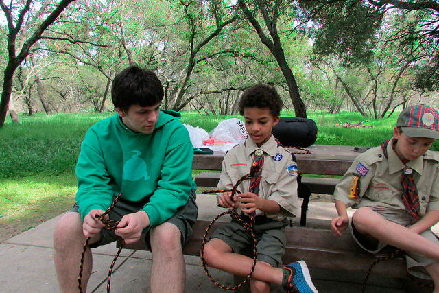 Troop-1-scout-teaches-Webelos-to-tie-knot